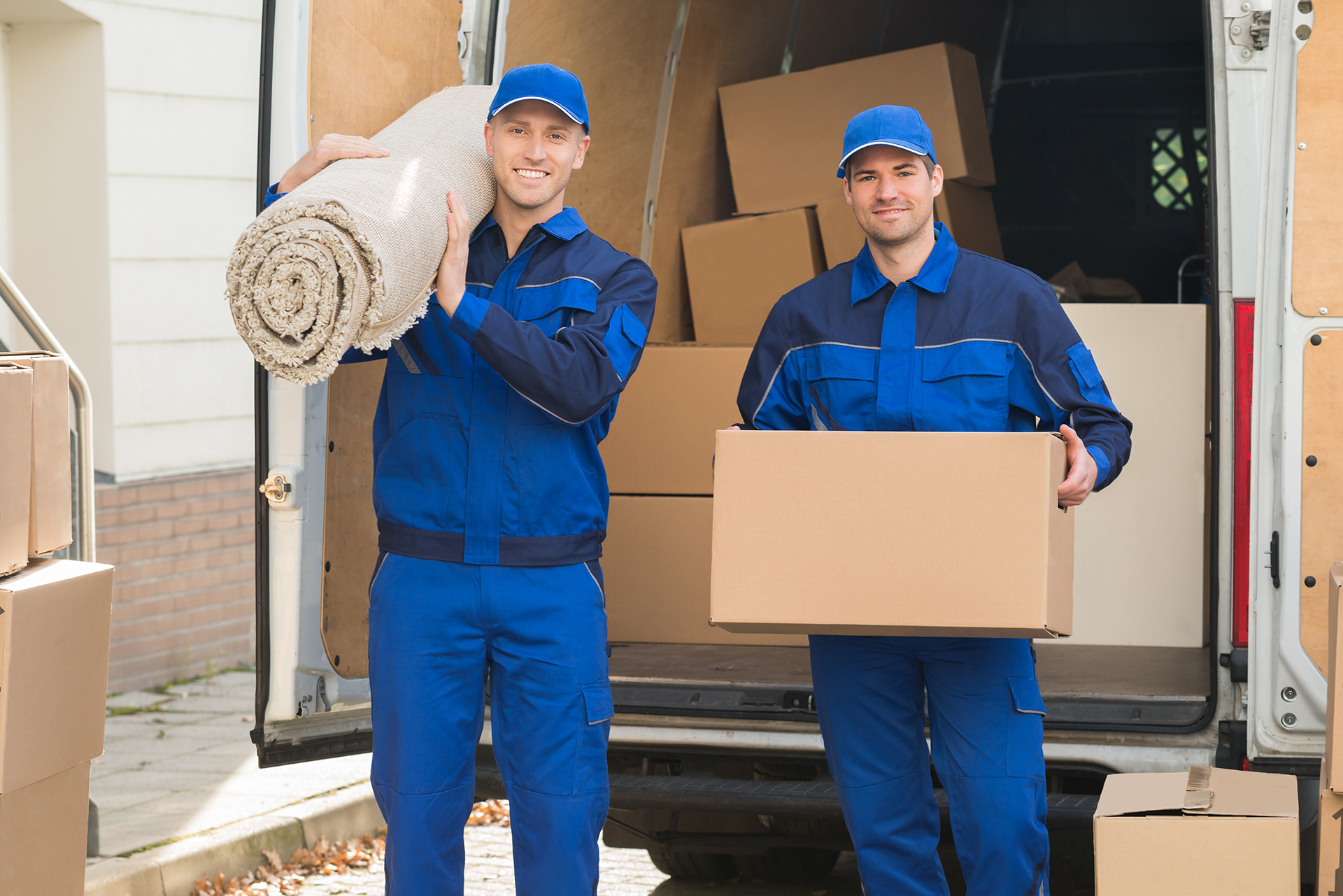 6 Reasons to Hire a Moving Company